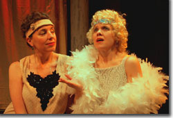 Gina Wenzel as Alkmena and Suzanna Wellens as Lida