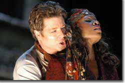 Photo of Julian Gavin as Don Jose and Denyce Graves as Carmen