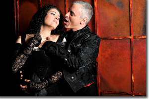 Kirstin Ch�vez as Carmen and Gustavo Ahualli as Escamillo