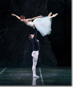 Maria Mosina as Giselle and Alexei Tyukov as Count Albrecht