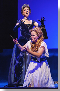 Jeni Houser as The Queen of the Night and Katherine Manley as Pamina
